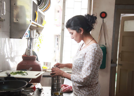Ila (Nimrat Kaur) prepares the lunchbox