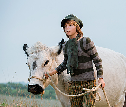 Jack (Daniel Huttlestone) and Milky White