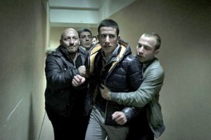 Members from the mafia try to restrain Leo (Guiseppe Fumo)